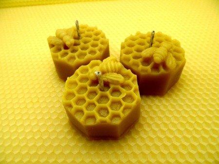 Ekologiczna świeca z wosku pszczelego ośmiobok z pszczołą  3 szt.
